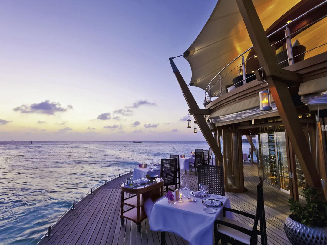 5 Sterne Malediven Urlaub im Baros Restaurant The Lighthouse