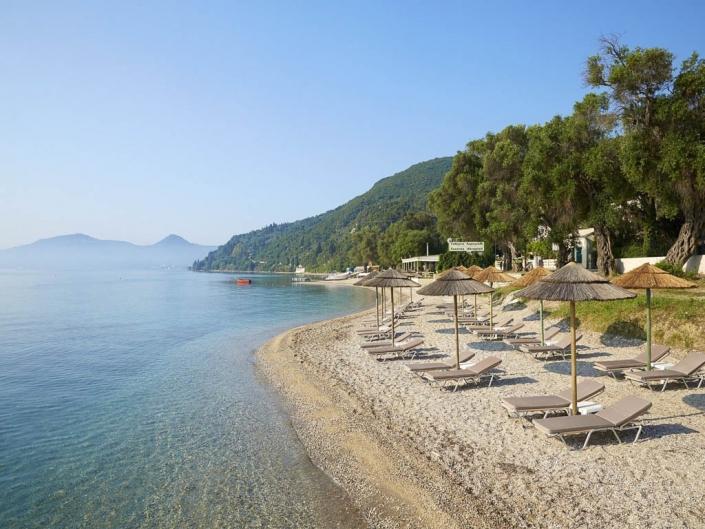 Luxuriöses 5 Sterne Resort Der Strand mit Liegen