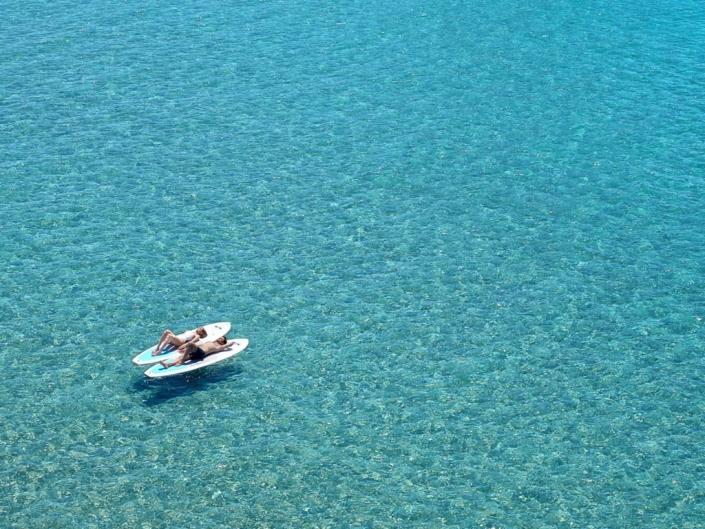 Ikos Aria All-Inklusive Luxushotel Kefalos blaues Meer Surfbretter