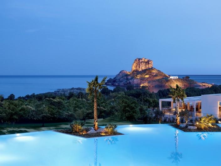 Hotel Pool mit Blick zur kleinen Insel all inclusive