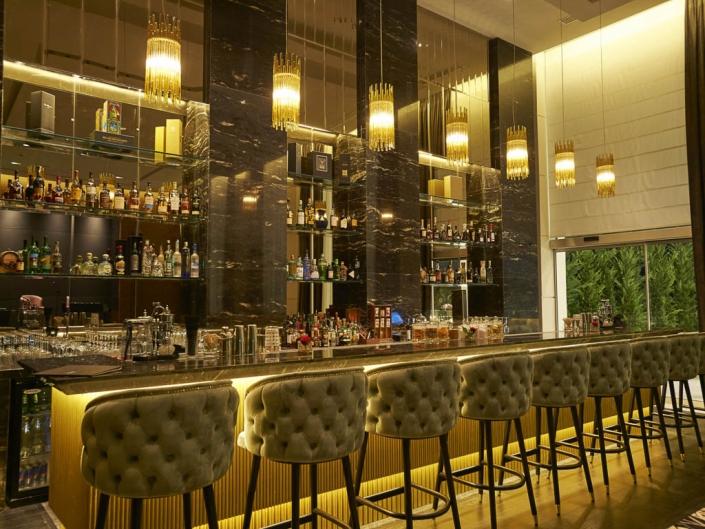 Selene Bar