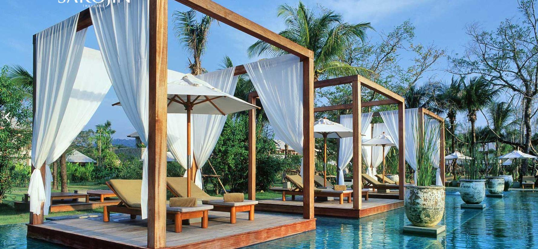 The Sarojin Thailand - Swimming Pool mit balinesischen Betten