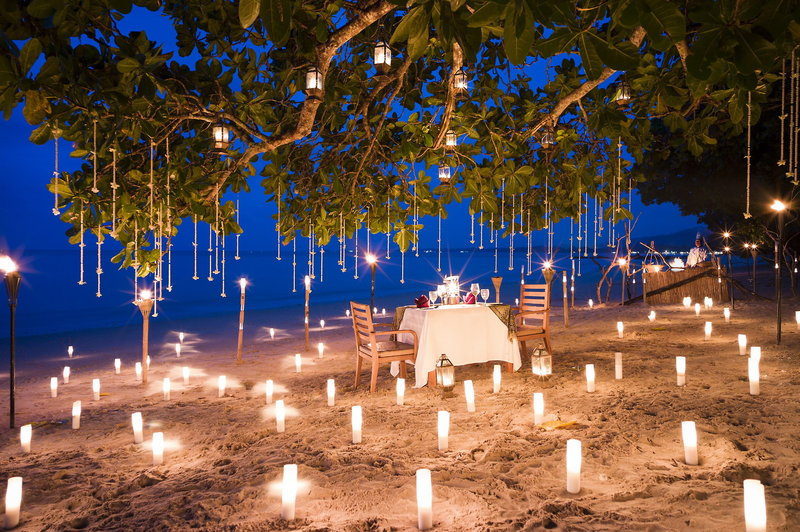 Romantisches Dinner am Meer
