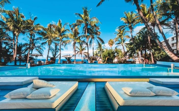5 Sterne Hotel Fariones Lanzarote - Pool mit Liegen