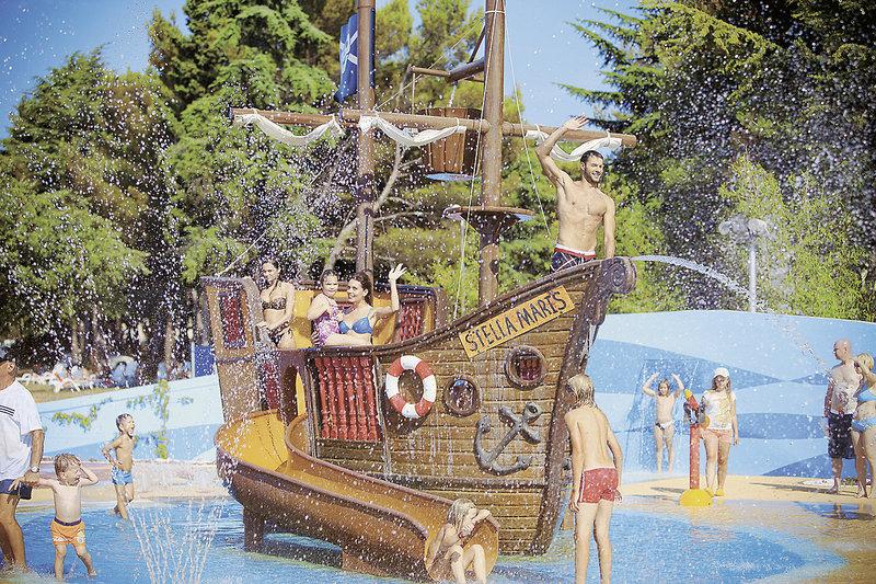 Meliá Istrian Villas Kroatien - Am Pool Piratenschiff