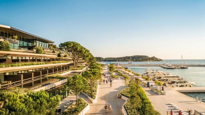 Hotel Strandpromenade und Hafen