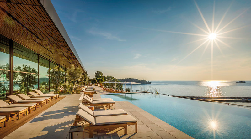 Grand Park Hotel Rovinj Fantastischer Pool und Meer Ausblick
