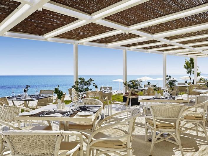 Grand Bay Beach Resort Frühstück auf der Terrasse
