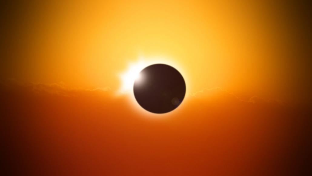 Totale Sonnenfinsternis in der Antarktis