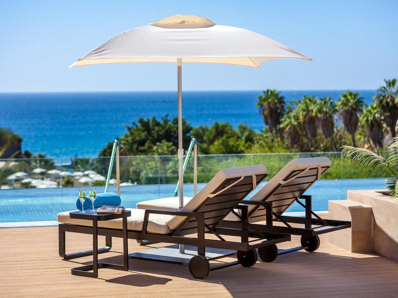 Gran Tacande Wellness und Relax Sunbeds am Infinity Pool