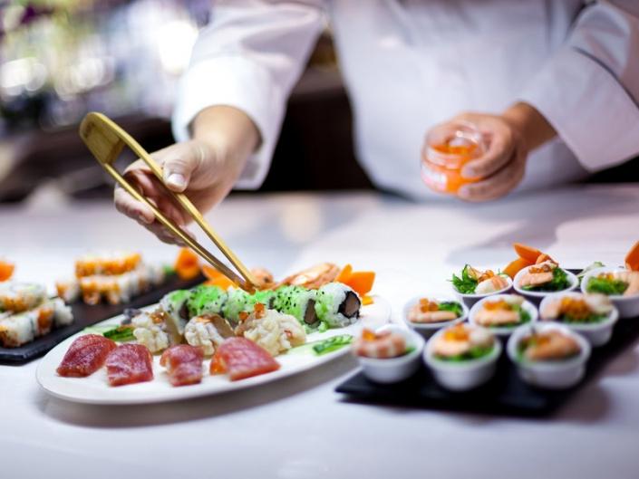 Perfekt vorbereitetes Sushi vom japanischen Meister