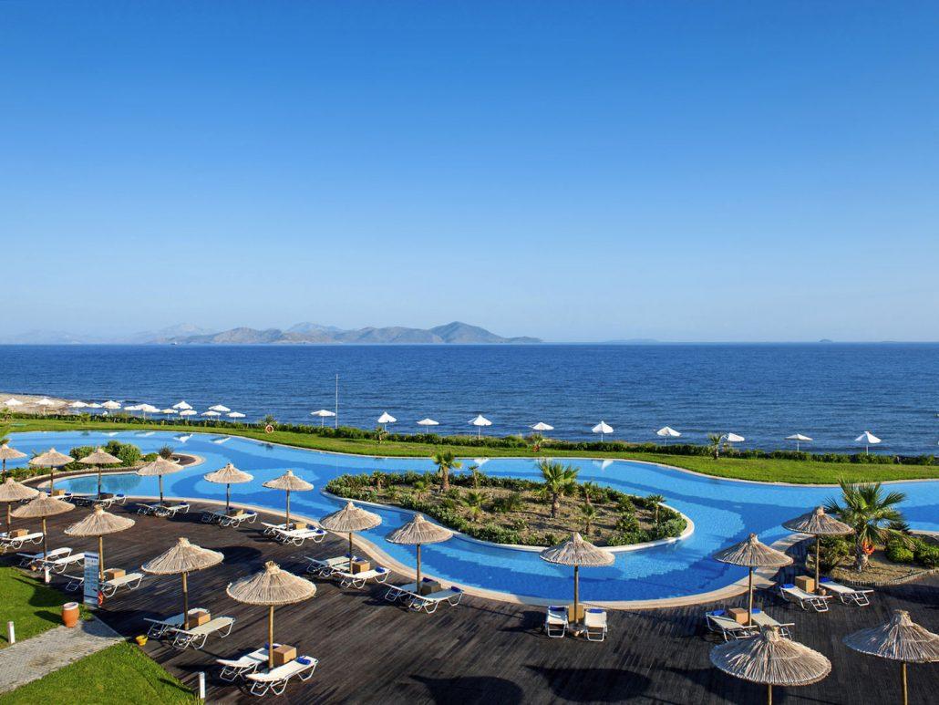 Astir Odysseus 5-Sterne Resort - Pool Laguna am Strand