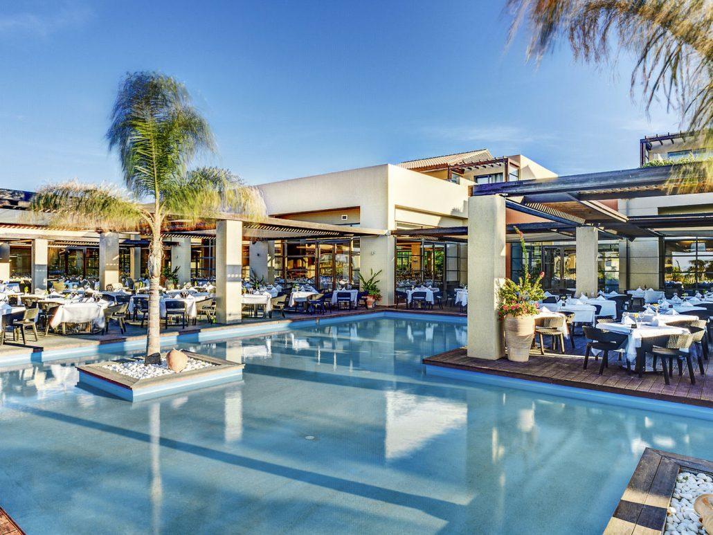 Lunch und Dinner am Pool