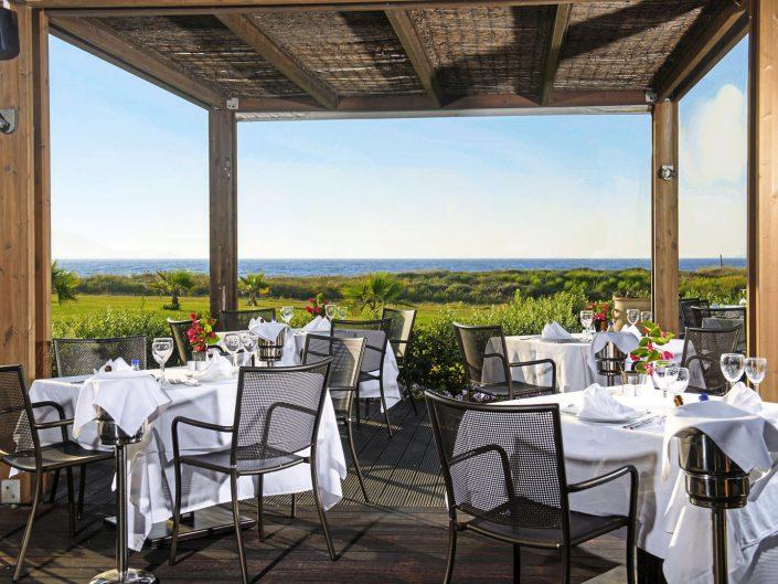 Im Restaurant Argo mit Blick zum Meer