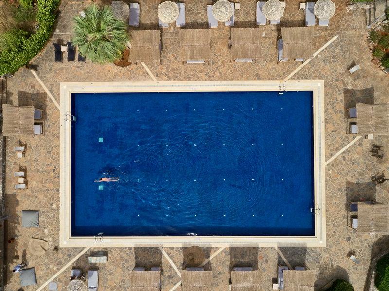 Minos Beach Art Kreta Hauptpool aus der Vogelperspektive