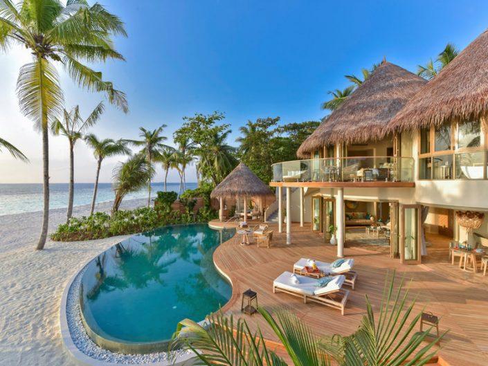 The Nautilus Beach & Ocean House Malediven - Blick vom Pool über den Strand zum Ozean