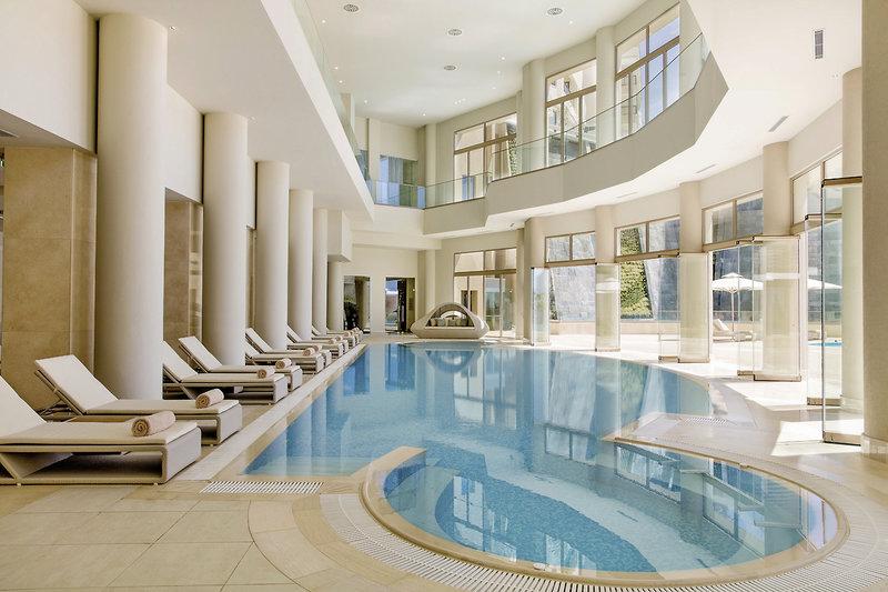 Der Indoor Pool im Spa und Wellness Bereich