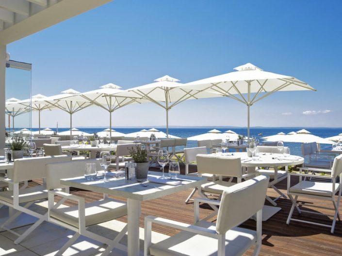 Lunch auf Terrasse mit wunderbarem Ausblick