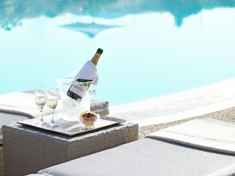 Ein kleiner Drink am Pool gefällig ?