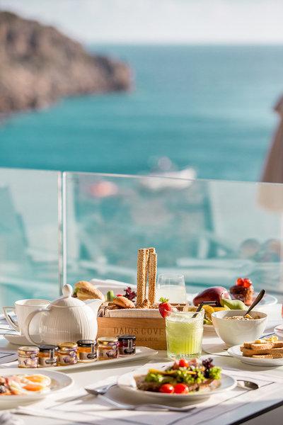Daios Cove 5-Sterne Luxury Resort - Aussergewöhnliches Frühstück am Morgen