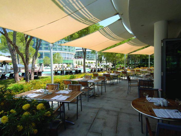 Calista Luxury Resort Familienurlaub - Die Restaurant Terrasse