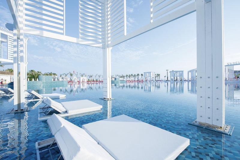 Selectum Luxus All-inklusive Türkei - edle Relaxliegen in der Poolareaa
