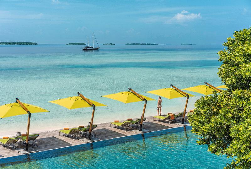 Anantara Kihavah Villas Malediven - Relaxliegen am Meer