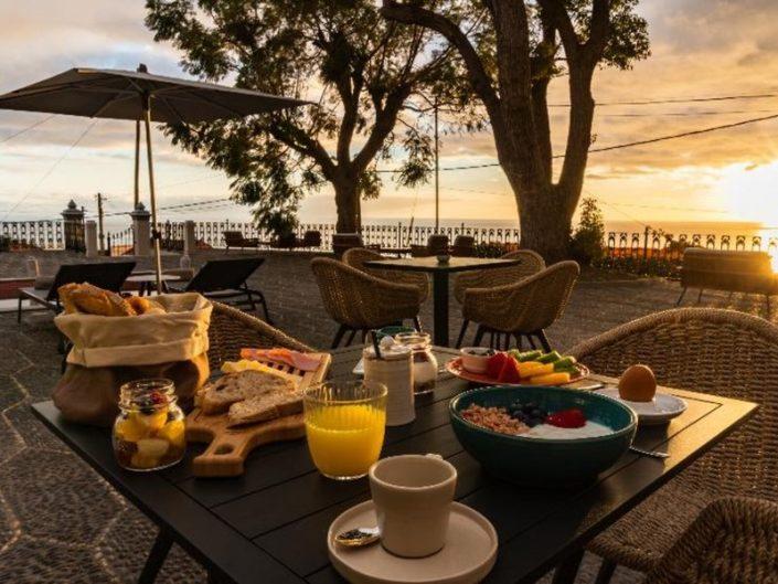 1905 Zino's Palace Madeira - Frühstück auf der Terrasse unter freiem Himmel
