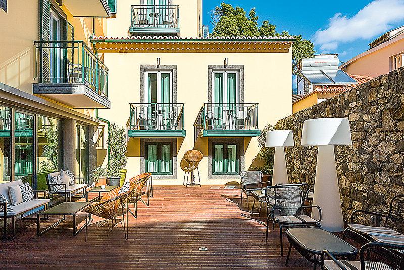 Castanheiro Boutique Hotel Funchal - Die Entspannungsterrasse im Innenhof mit Iris, Coffee, Tea and Cocktail Bar