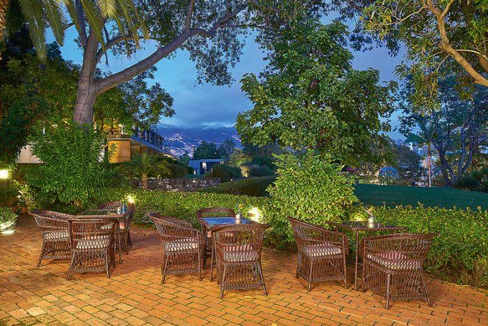 Speisen und Entspannen auf der Terrasse