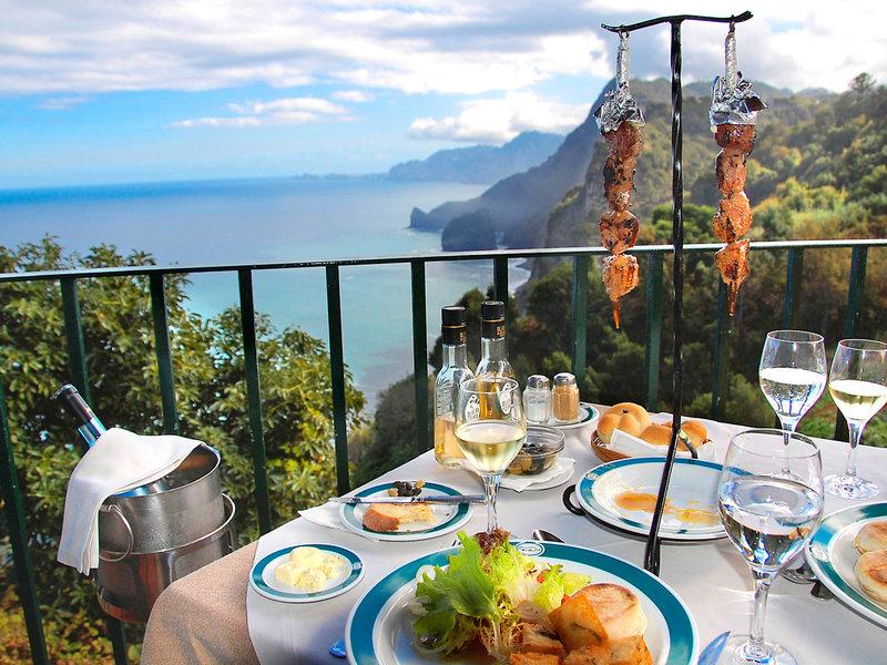 Quinta do Furao - Typische Spezialitäten mit Blick auf die Steilküste