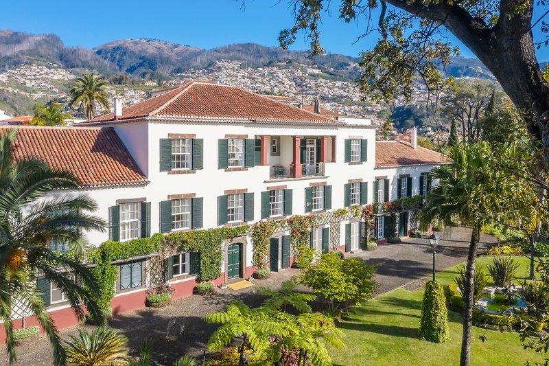 Hotelanblick aus dem Garten