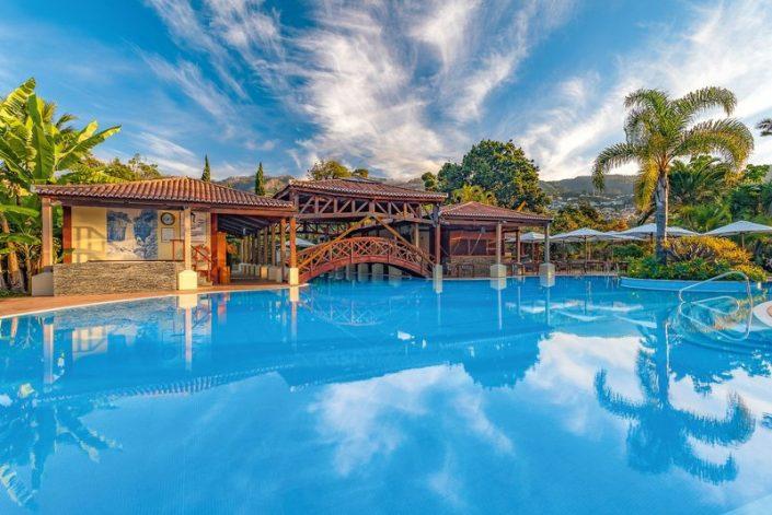 Quinta Jardins Madeira - Der Poolbereich lädt alle ein zum Entspannen und Spass haben