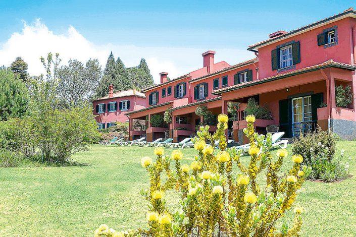 Anblick der Quinta mit den Terrassen aus dem Garten