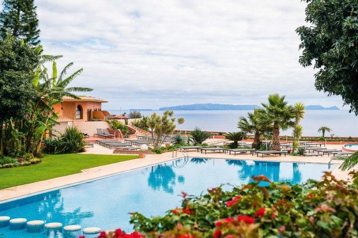 Quinta Splendida Wellness & Botanical Garden - Blick über Pool und Meer
