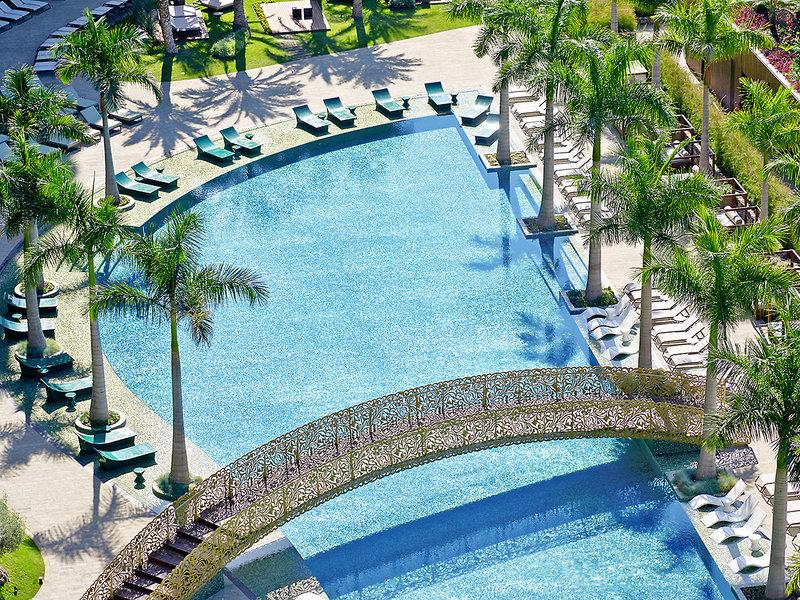 Blick vom Hotel auf den Pool
