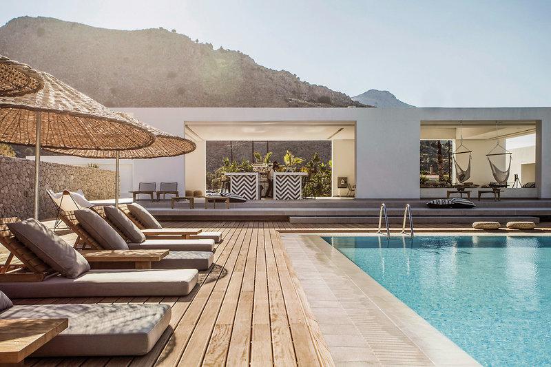 Casa Cook Rhodos - Relaxliegen am Pool, nicht weit von der Bar