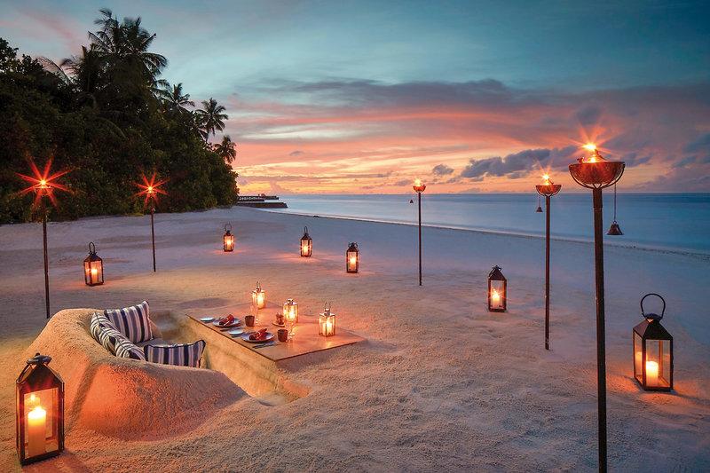Raffles Malediven Meradhoo - Candlelight Dinner für Zwei am Strand