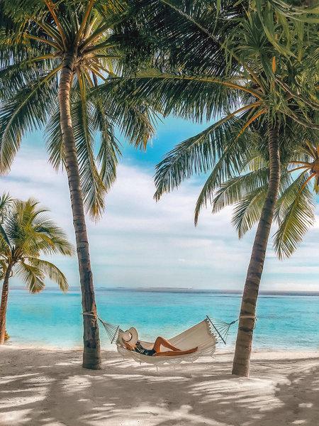Raffles Malediven Meradhoo - Traumhafte Hängematten am atemberaubenden Strand