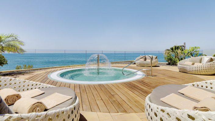Relaxmuscheln und Pool