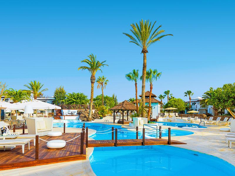 H10 White Suites Lanzarote - Pool und Entspannung um den Pool