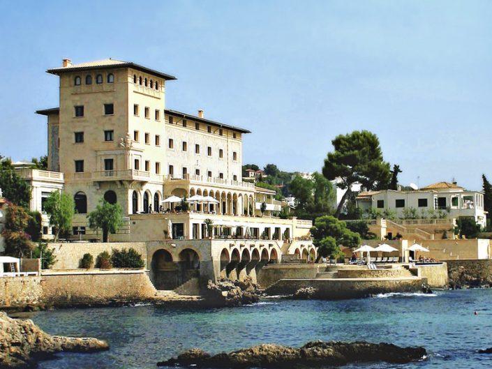 Hospes Maricel & Spa, Blick von gegenüber auf das Hotel