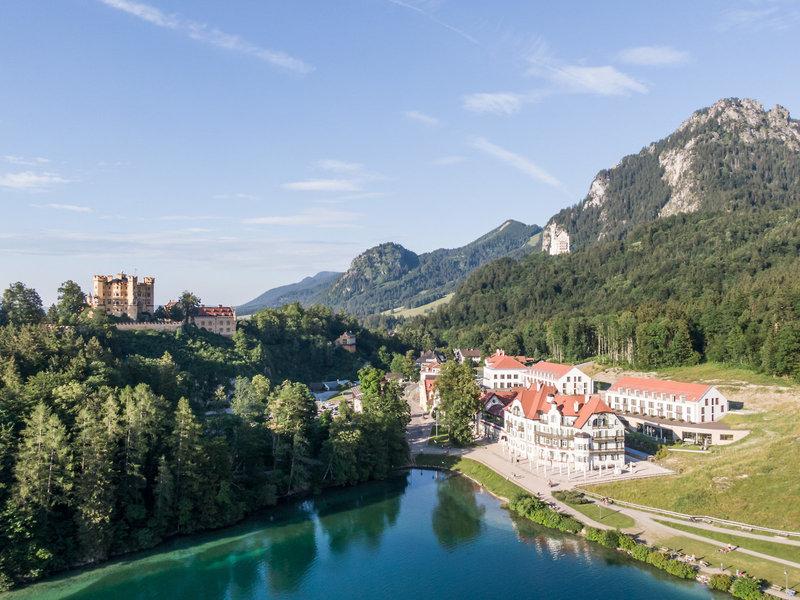 AMERON Neuschwanstein Alpsee Resort & Spa - Hotel, Schloss und Berge im Blick