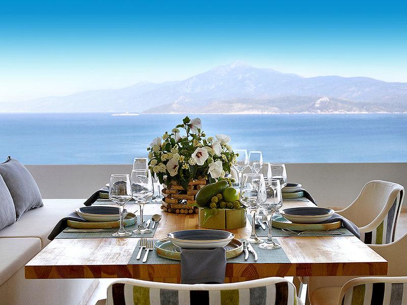 Proteas Blu Resort Samos - Dinieren mit Blick auf das tiefblaue Mittelmeer