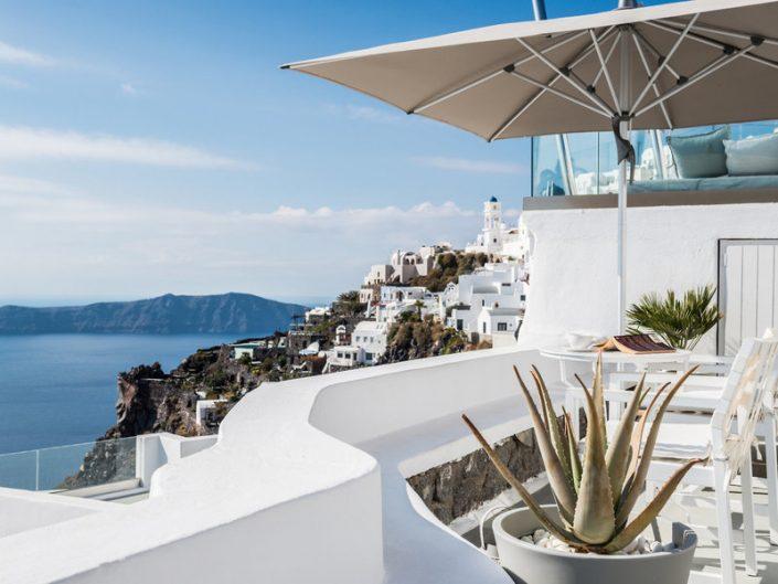Auf der Terrasse einen Cafe und ein gutes Buch geniessen