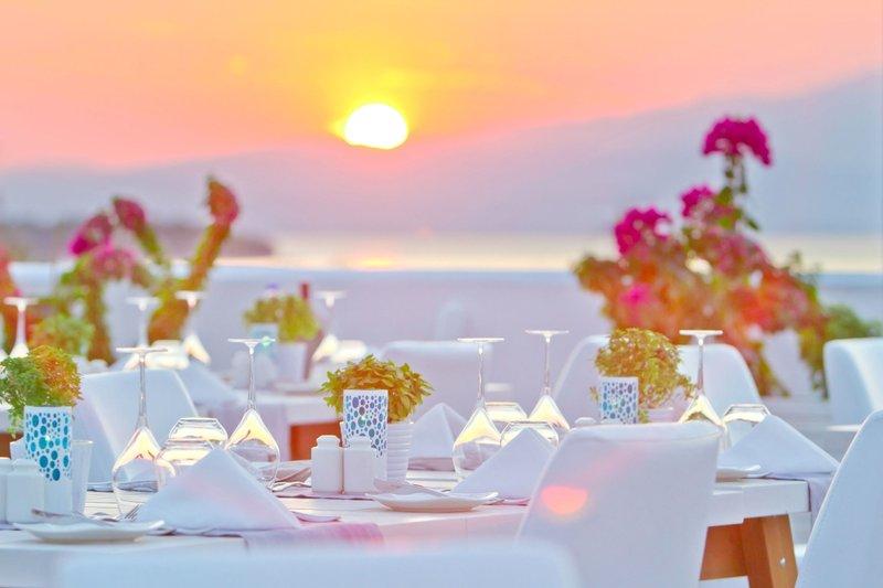 Alea Hotel Suites Thassos - Im Restaurant bei Sonnenuntergang