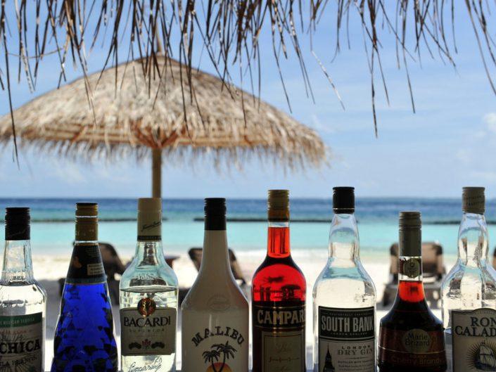 An der Bar mit Blick zum Meer