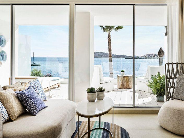 Nobu Luxus Strand Resort - Wohnbeispiel Balkon mit Relaxmöbeln