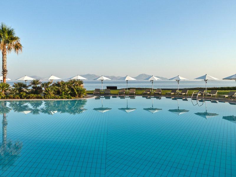 Neptune Hotels Kos - Aus dem wundervollen Pool zum Meer blicken