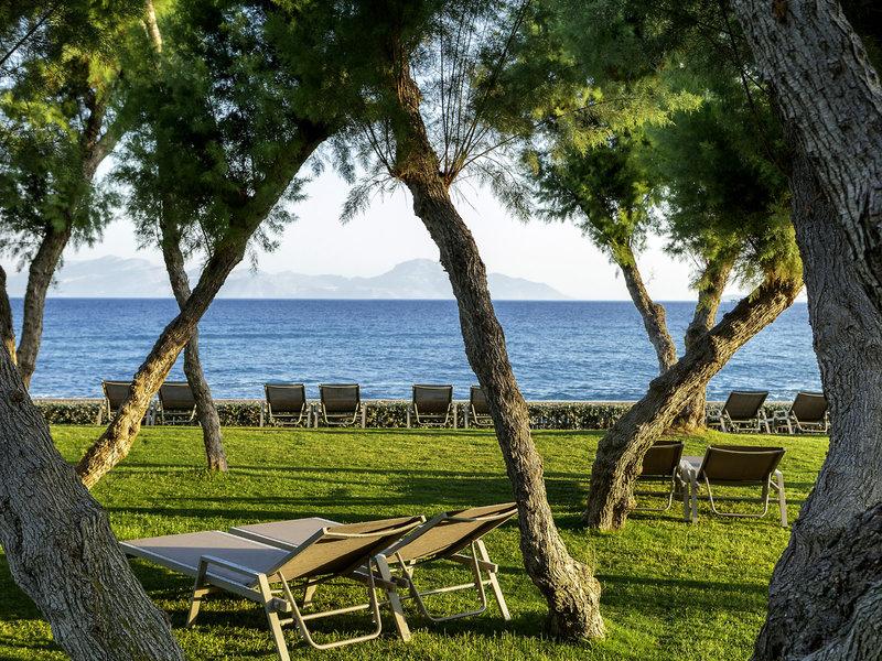 Neptune Hotels Kos - Entspannung unter Bäumen
